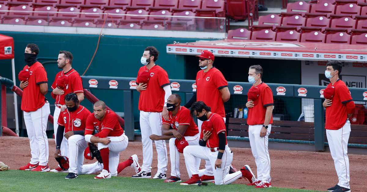 Joey Votto Reds players kneel national anthem