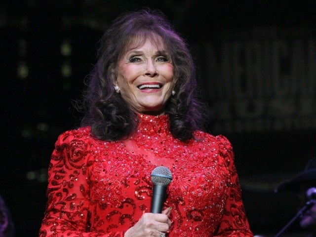 Loretta Lynn Announces New Album Featuring Reba McEntire, Carrie Underwood and More