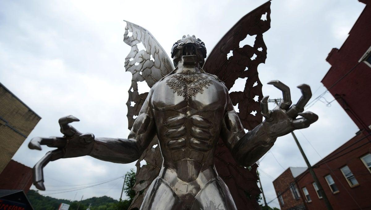 mothman-confederacy-statues