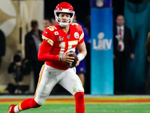 Chiefs Fans Congratulate Patrick Mahomes on His Engagement