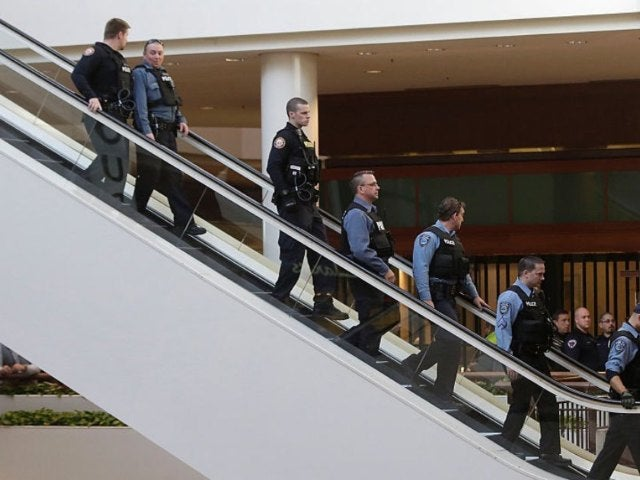 2 Shot at St. Louis Mall, Suspect's Location Unknown
