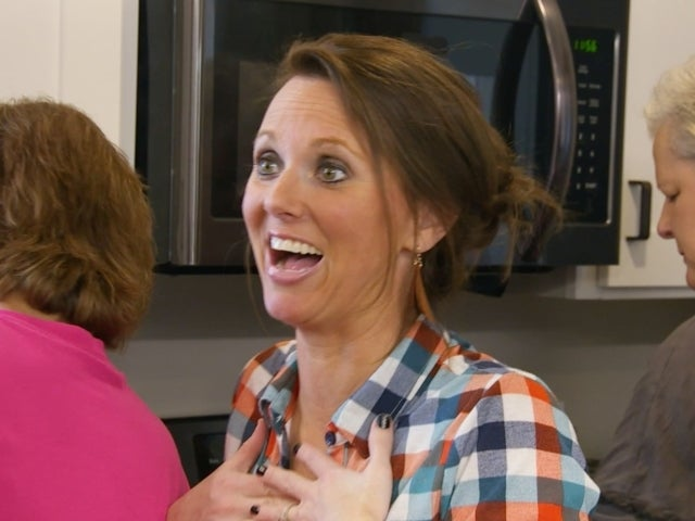'Sweet Home Sextuplets': Courtney Stumbles Cooking Thanksgiving Dinner for 19 People in Her Mobile Home in Exclusive Clip