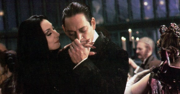 addams-family-1991-Anjelica-Huston-Raul-Julia