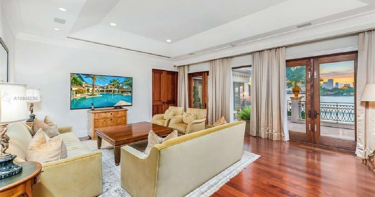 Alex Rodriguez Jennifer Lopez Miami estate loving room