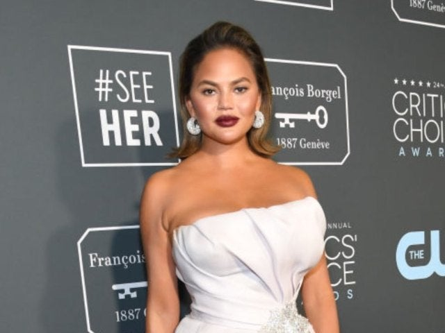 Chrissy Teigen Twins With Daughter Luna in Poolside Photo