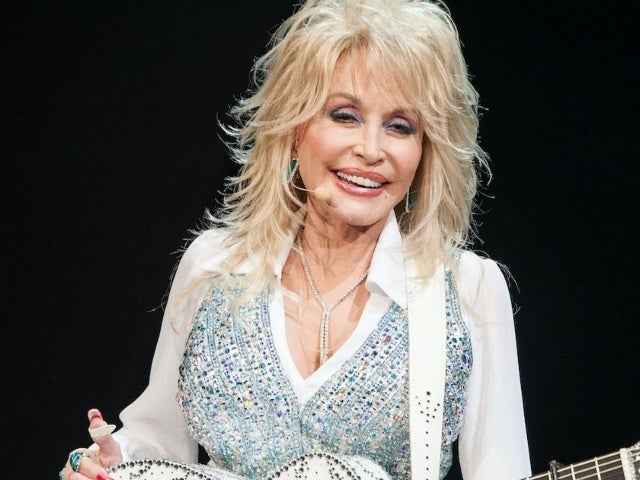 Dolly Parton Shares 'Mary, Did You Know?' From Upcoming Christmas Album