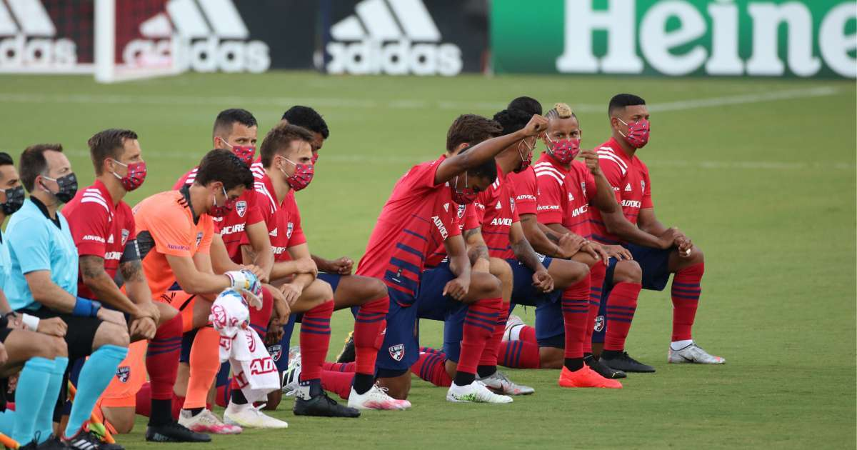 FC Dallas fans boo players kneeling national anthem