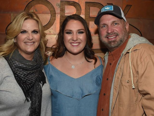 Garth Brooks Fans Reach out After His Daughter Allie Contracts COVID-19