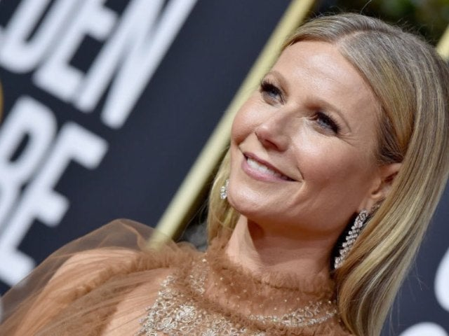 Gwyneth Paltrow and 16-Year-Old Daughter Apple Are Twinning in New Workout Photo
