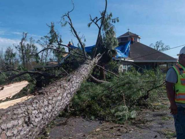 Hurricane Laura Kills 14-Year-Old Girl, Leaves Over Half a Million Without Power