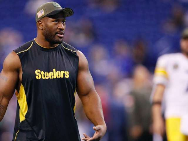 Former Steelers Star James Harrison Uses Stephen Amell for Plank Weight