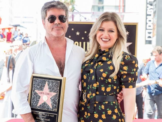 What 'AGT' Fans Are Saying About Simon Cowell's Reaction to Kelly Clarkson's Debut