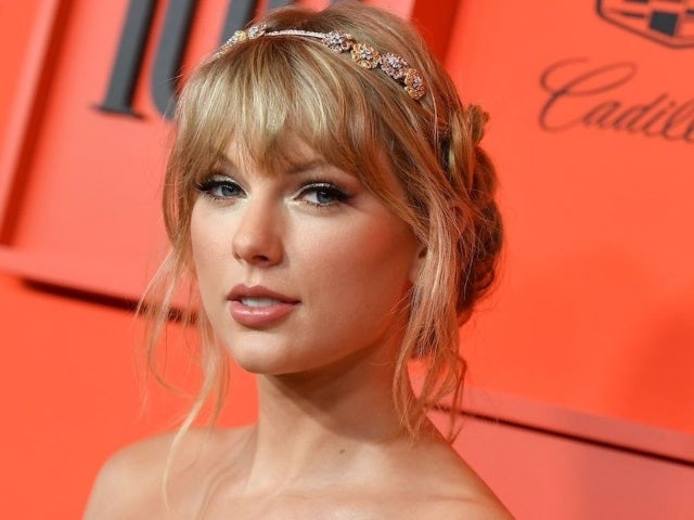 Taylor Swift Earns 7th No. 1 Album With 'Folklore'