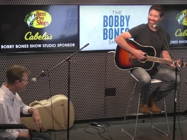 Watch Josh Turner and Randy Travis Perform 'Forever and Ever, Amen'