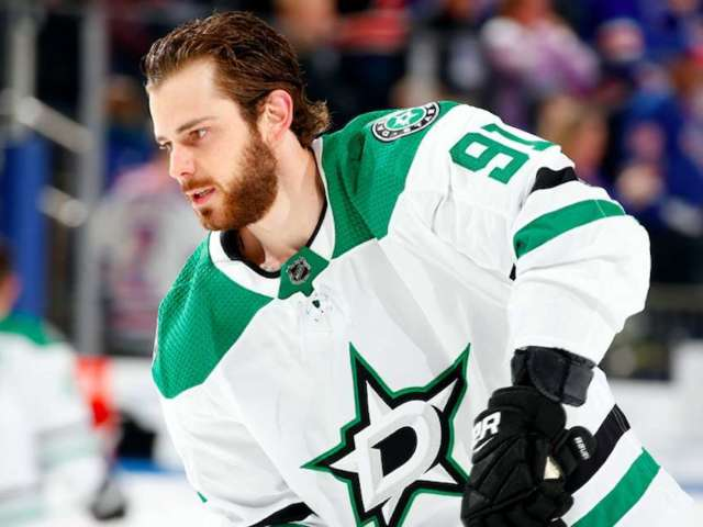 NHL's Tyler Seguin Kneels for National Anthem Alongside 3 Other Players