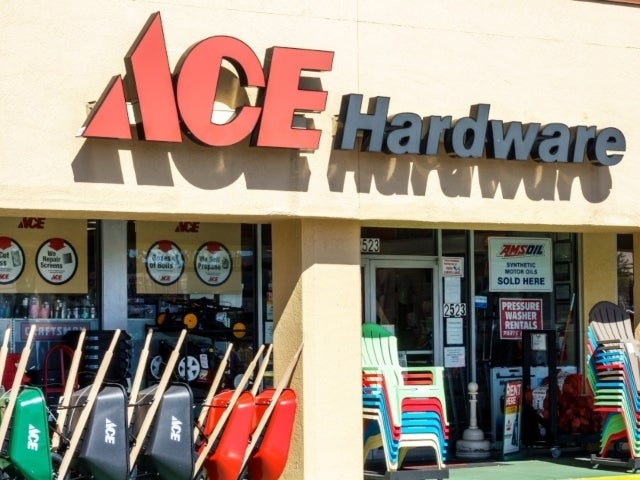 Ace Hardware Employee Reportedly Refuses to Apologize After Saying 'I Smell Bacon' to Boston Cop