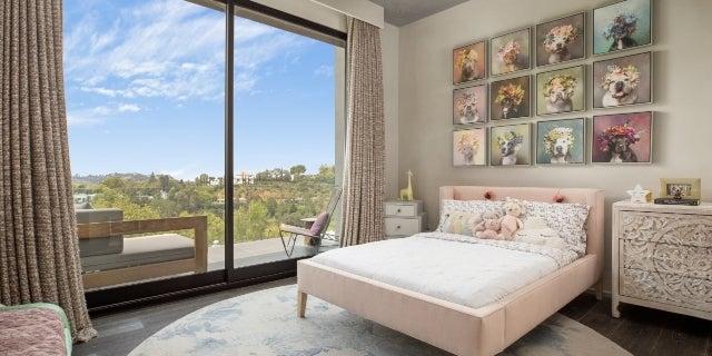chrissy-teigen-john-legend-BH-home-bedroom