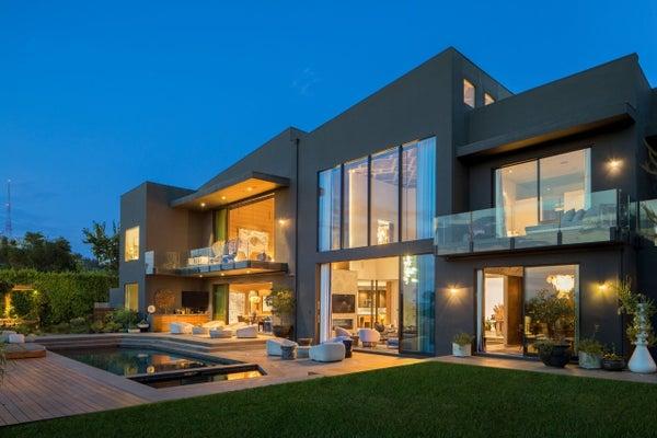 chrissy-teigen-john-legend-BH-home-exterior-backyard