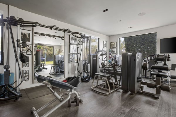 chrissy-teigen-john-legend-BH-home-gym