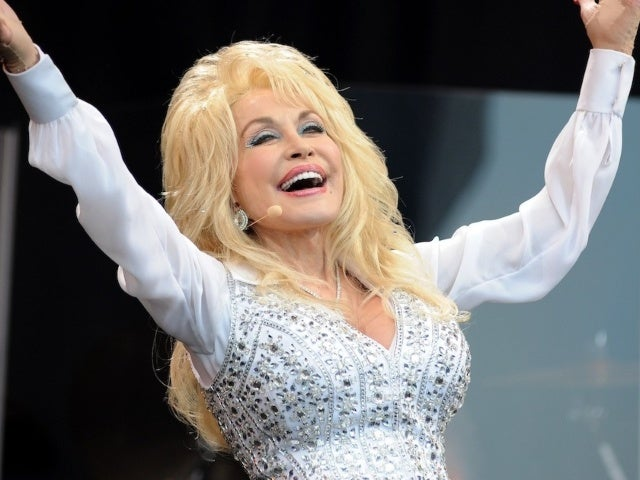 Listen to Dolly Parton's Version of 'I Saw Mommy Kissing Santa Claus'