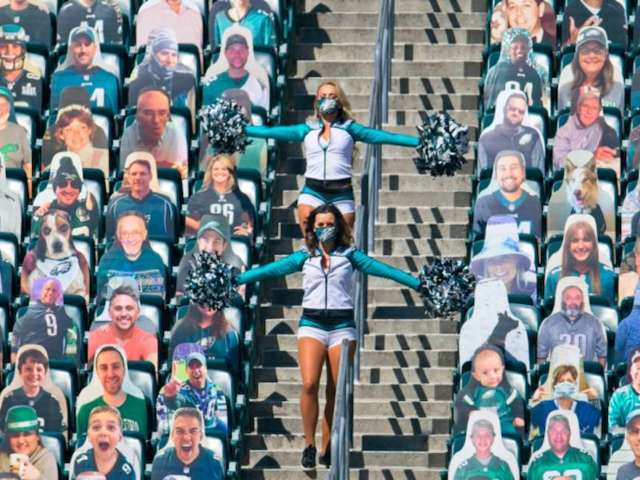 Eagles' Stadium Crew Plays Audio of Booing Crowd Following Failed Offensive Series to Recreate Home Game Feel