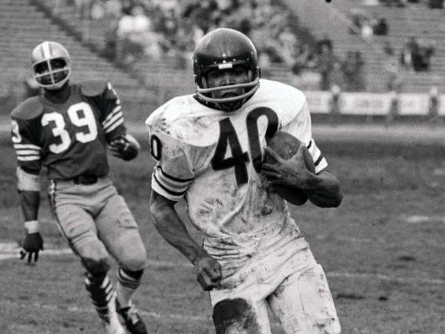 Gale Sayers, Bears Hall of Fame Running Back, Dead at 77