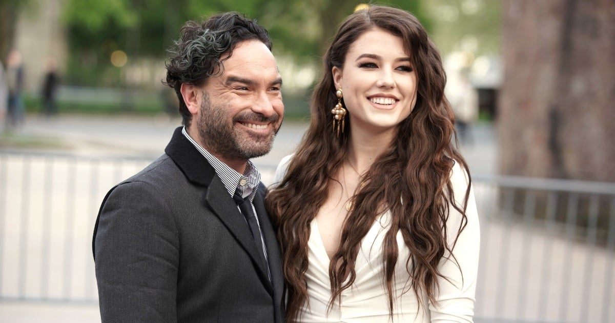 johnny galecki alaina meyer getty images