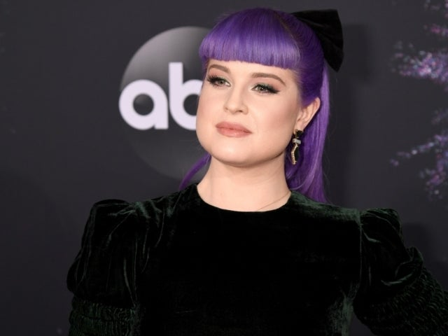 Kelly Osbourne Wears Eyepatch After Makeup-Related Injury