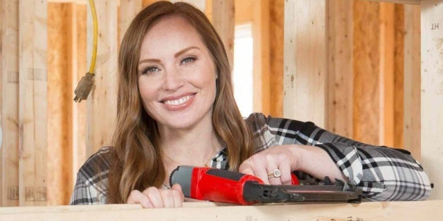 mina-starsiak-hawk-hgtv-discovery