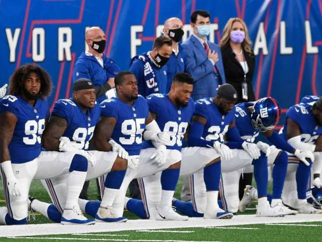 Multiple New York Giants Players Kneel During National Anthem Ahead of Steelers Game