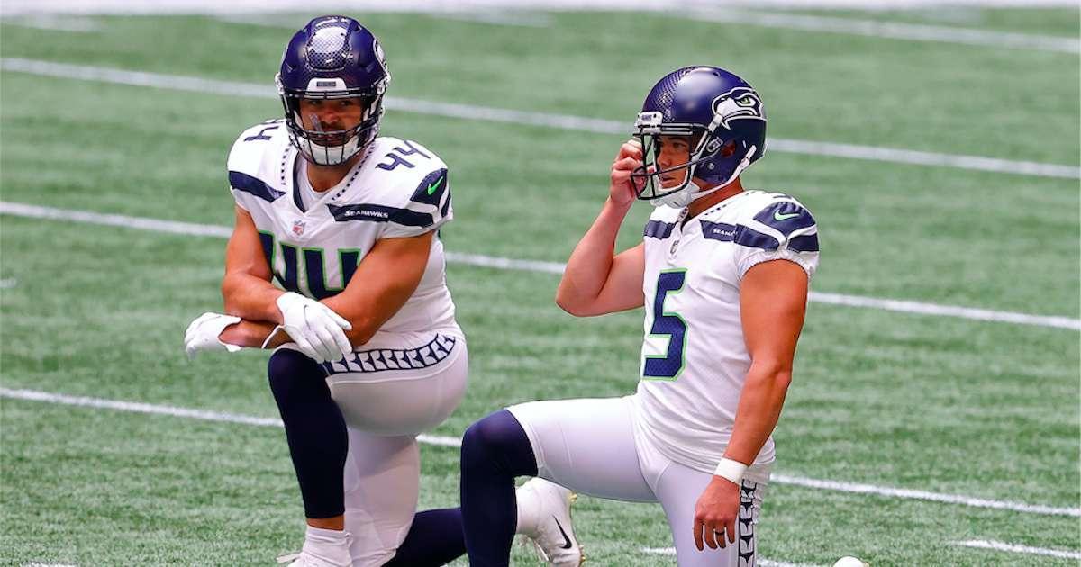 Seahawks-Kneeling