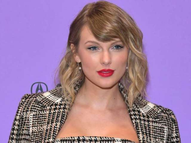 ACM Awards: Taylor Swift's Fans Are in Awe Over Her 'Betty' Performance