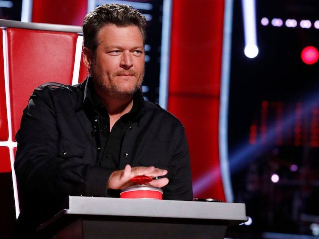 'The Voice': Blake Shelton's King Outfit Has Fans Going Wild