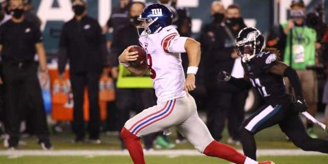 Daniel Jones 80-yard stumble Giants Eagles social media takes aim
