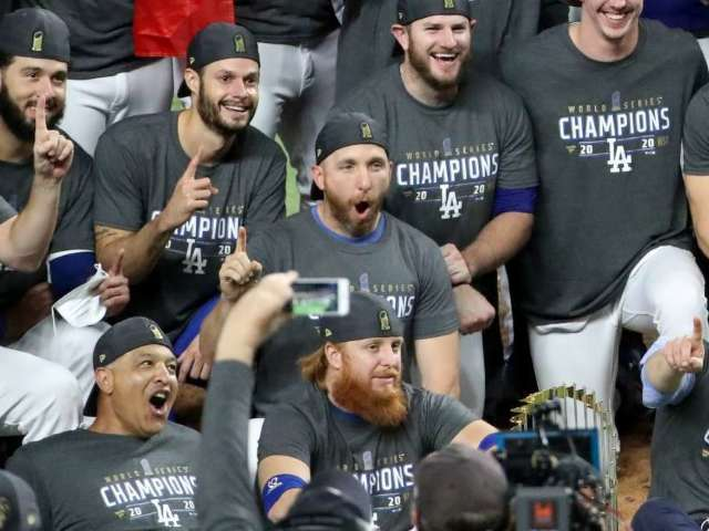 Dodgers Advised to Quarantine for 2 Weeks After COVID-Positive Justin Turner Joins Team Celebrations