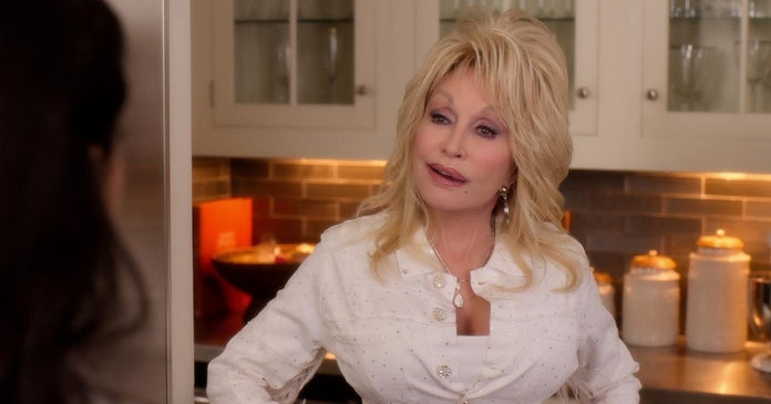 dolly-parton-christmas-on-the-square-netflix