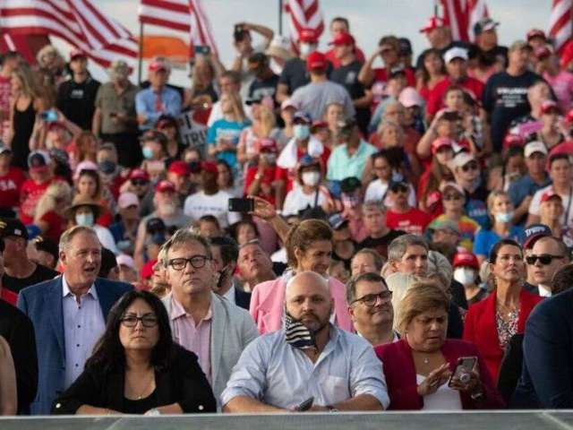 Donald Trump's Florida Rally Attendees Largely Avoided Masks and Social Distancing