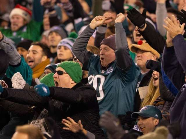 Watch Eagles Fans Fight During Team's Loss to Ravens