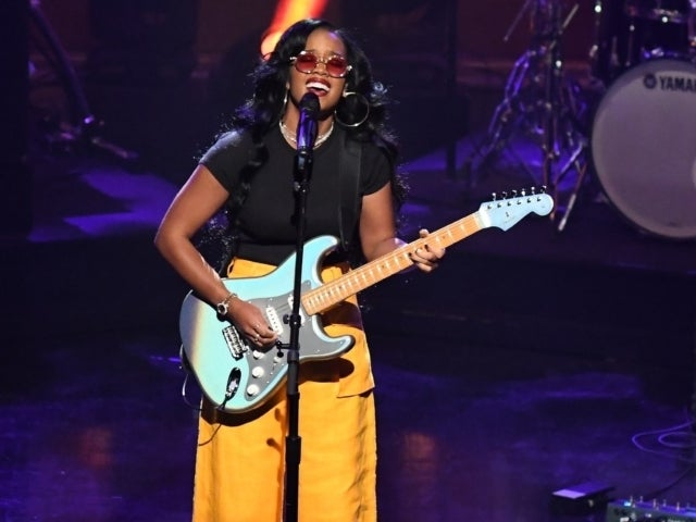 'SNL': H.E.R. Sneaks in Anti-Police Brutality Message During Performance