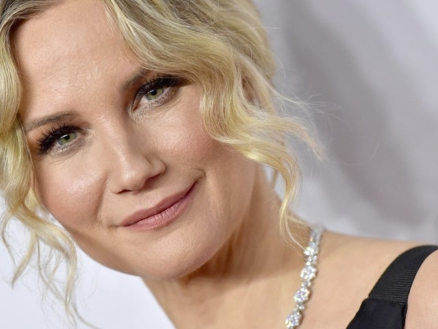 Jennifer Nettles to Receive First-Ever 'CMT Equal Play Award' for Women's Advocacy