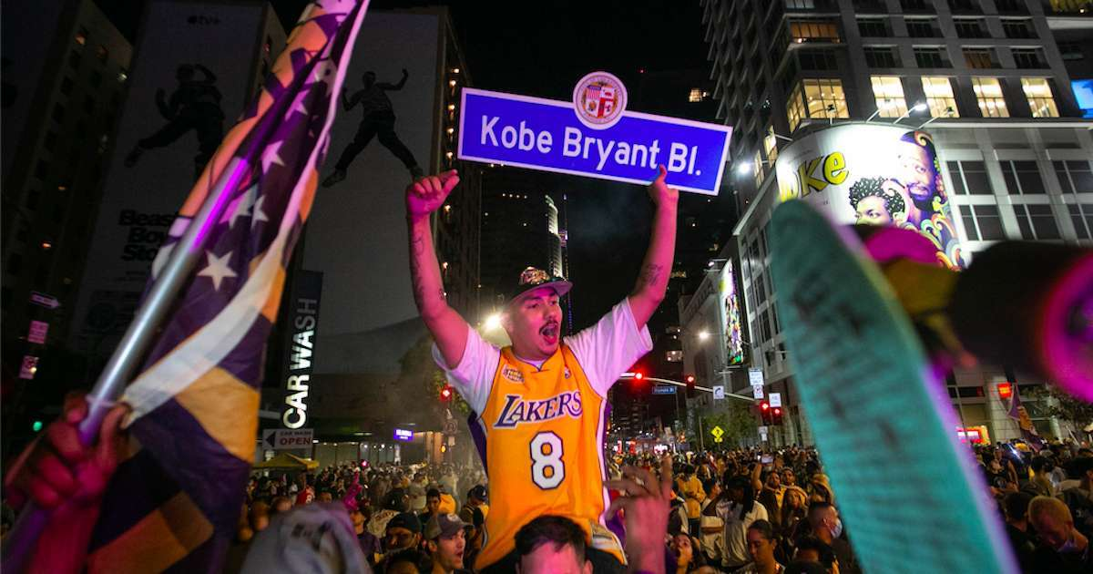 Lakers-Fans-Celebrate