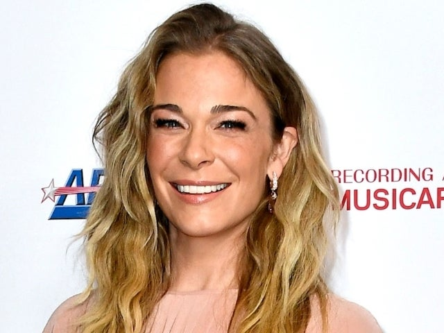 LeAnn Rimes Poses Nude to Embrace Her Psoriasis: 'I'm Tired of Hiding'