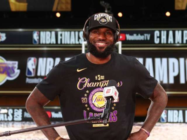 LeBron James Signs Autographs, Takes Photos With Family That Waited 8 Hours to See Him