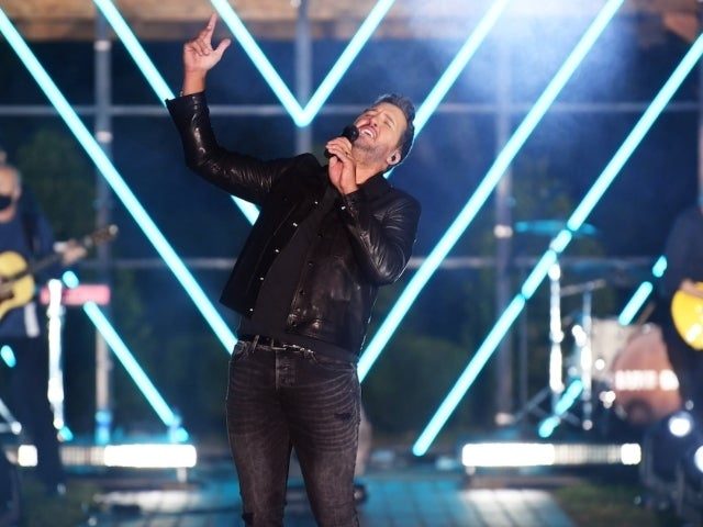 Luke Bryan Performs 'What She Wants Tonight' on CMT Music Awards