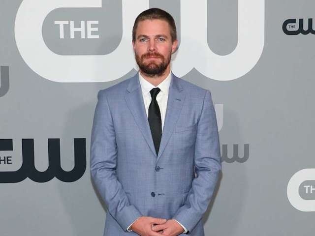 'Heels' on STARZ: Stephen Amell Shows off Insane Core Workout