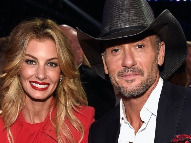 Tim McGraw, Faith Hill and Their Daughters Pose for 'Hamilton'-Themed Christmas Photos