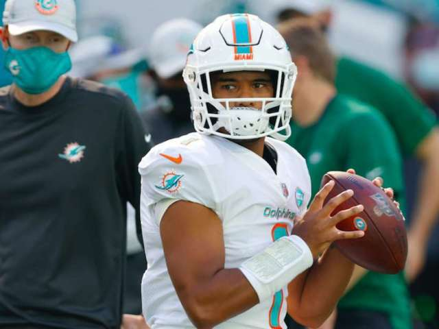 Tua Tagovailoa Reportedly Named Dolphins' Starter Following First NFL Appearance on Sunday