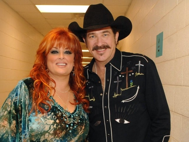 Kix Brooks, Wynonna Judd, Sara Evans and More Appearing in Hallmark Christmas Movie