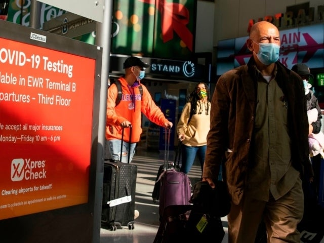 Thanksgiving 2020: Traveling Americans 'Jam Pack' Airports Despite CDC Warnings and Travel Restrictions