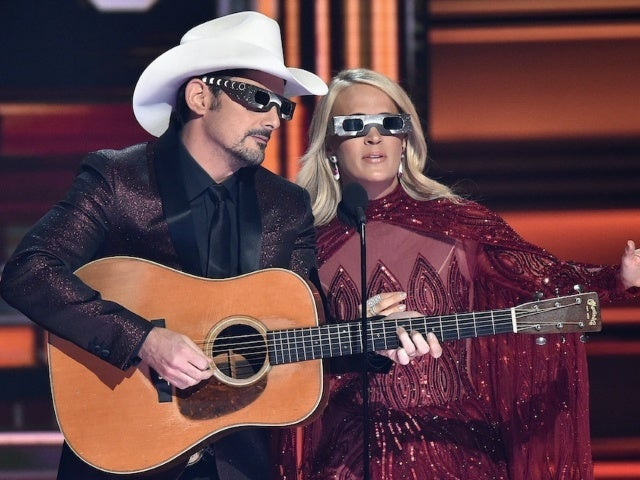 Brad Paisley Says Carrie Underwood 'Frequently' Almost Missed CMA Awards Cues